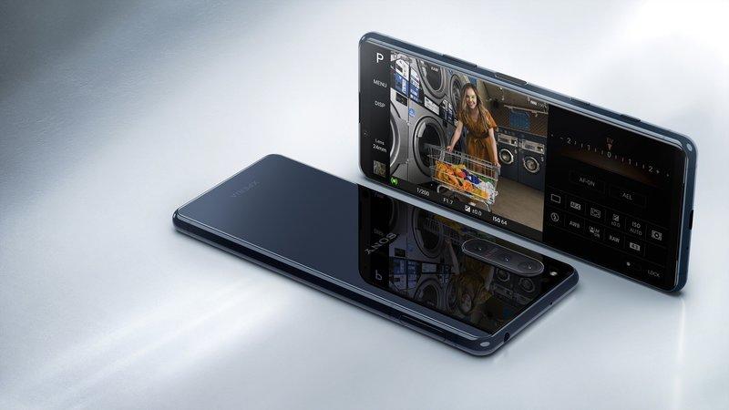 Xperia 5 II puhelin mustassa värissä