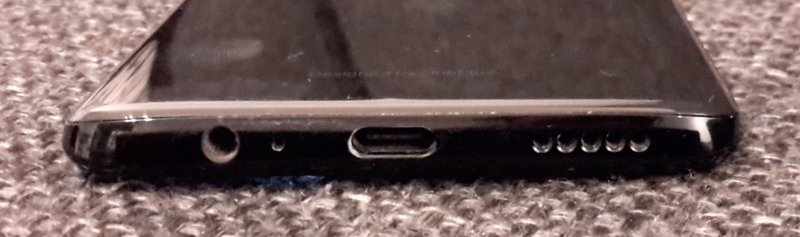OnePlus 6 liittimet alareunassa, mukana myös kuulokeliitäntä