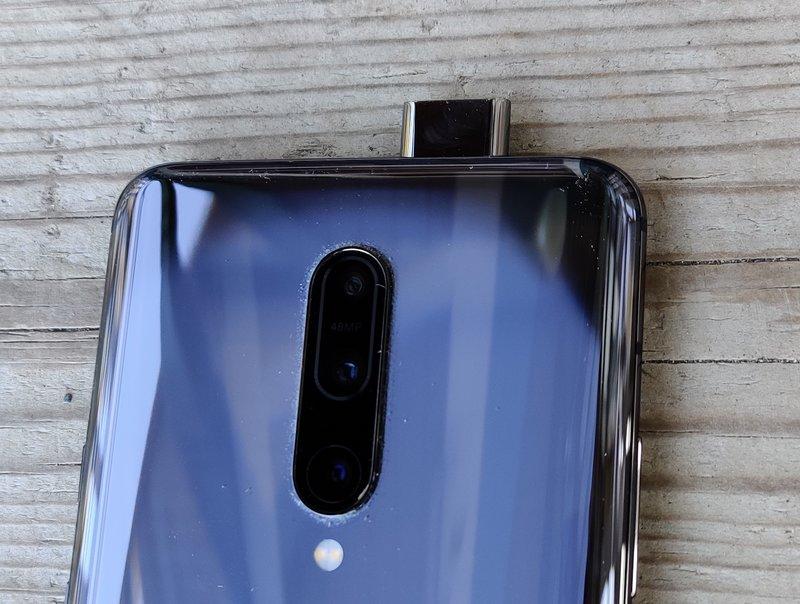 OnePlus 7 Pro etukamera käytössä
