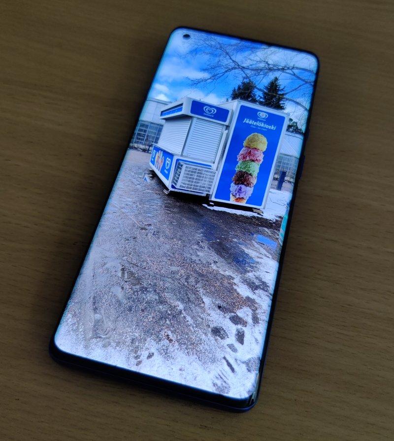OnePlus 8 Pro näyttö