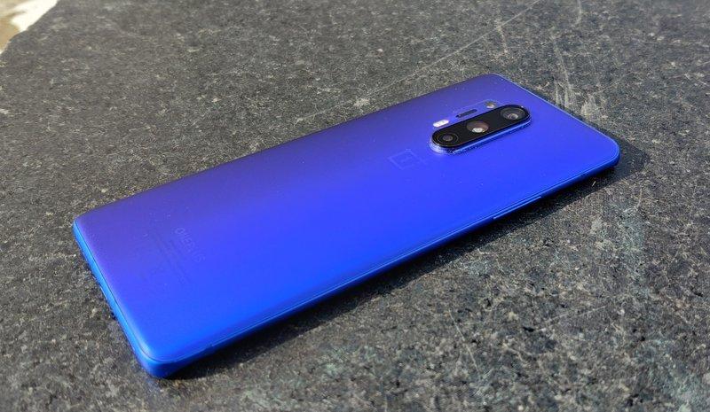 OnePlus 8 Pro takaa