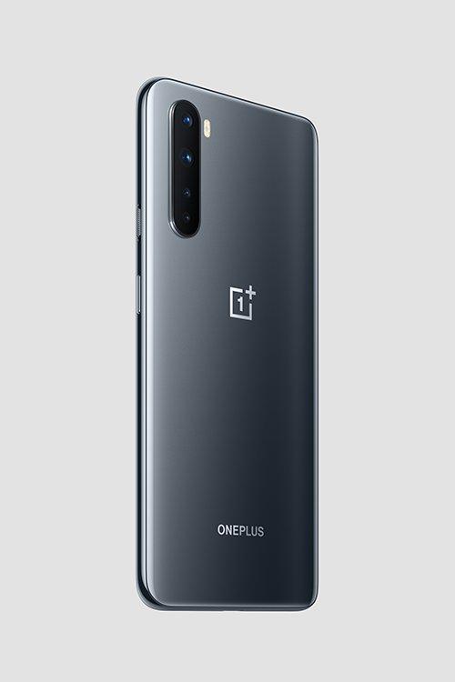 OnePlus Nord harmaassa värissä takaa
