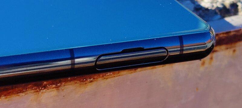Sony Xperia 5 III SIM-kortin ja muistinkortin paikka