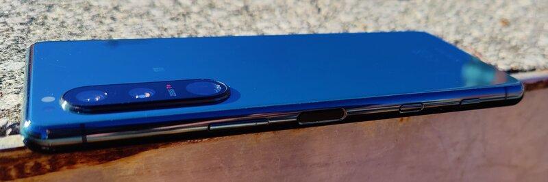 Sony Xperia 5 III oikea kylki painikkeineen