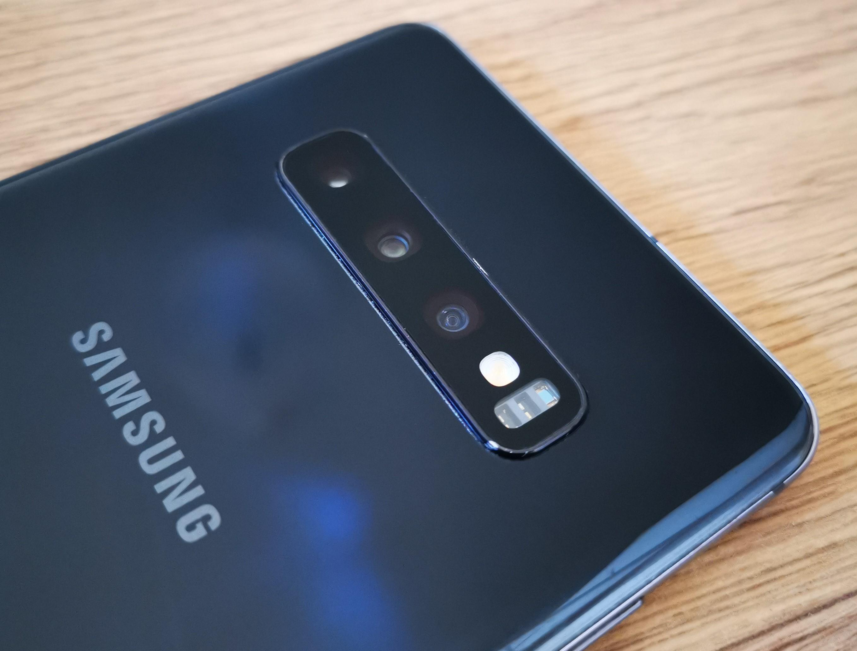 Samsung Galaxy S10 Plus takakamerat