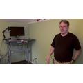 Linus Torvalds esittelee videolla kotitoimistonsa saloja