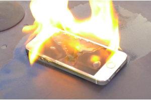 Älypuhelin syttyi laturin päässä palamaan