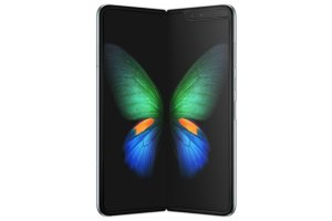 Samsungin taittuvanäyttöinen puhelin myyntiin Suomeen – Uusi rajapyykki ylittyi älypuhelinten hinnassa