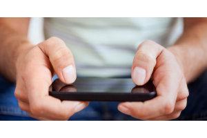 Kummin päin puhelinta ja tablettia yleensä pidetään? Pystyssä vai vaakatasossa?