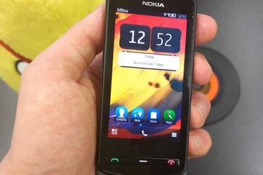 Pikatestissä pienikokoinen Belle-puhelin: Nokia 700