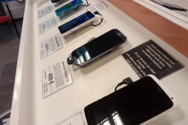 Puhelimen voi saada luotolla käteiskauppaa halvemmalla - laitonta?