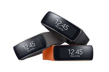 Samsung hyppäsi mukaan aktiivisuusrannekekilpaan: Gear Fit julki