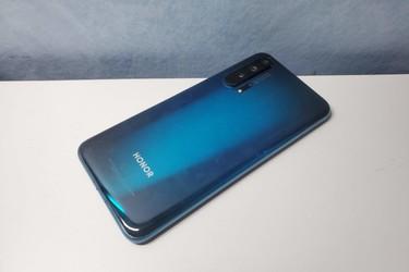 Päivän diili: Honor 20 Pro (sininen) hinta 369 euroa (säästä 130 euroa)