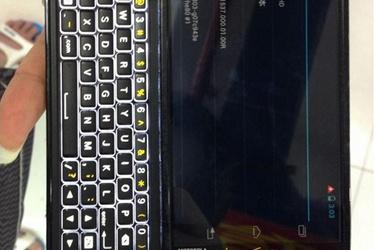 Näppäimistö ei olekaan kuollut: Motorolalta uutta Androidia näppäimistöllä