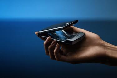 Motorola Razr-simpukkapuhelin on varustettu 6.2 tuuman taittuvalla näytöllä ja keskitason ominaisuuksilla