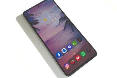 Samsungin tulevat Galaxy A52 ja Galaxy A72 -puhelimet saamassa 90/120 hertsin virkistystaajuuden näyttöön