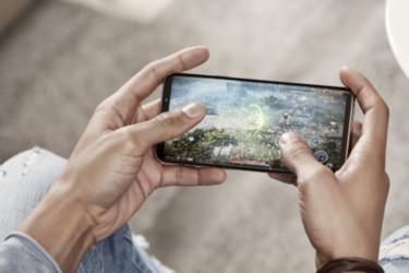 Samsung peesaa taas Applea – Galaxy S10 -mallisto on tutun oloinen