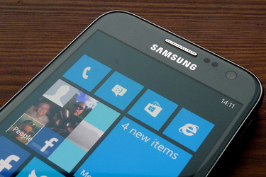 Huhu: Microsoft pyytänyt Samsungia asentamaan Android-puhelimiin Windows Phonen