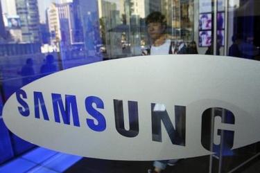 Huhu: Samsungin Galaxy Note 4 -puhletista kehitteillä sekä kaareva että tasainen versio