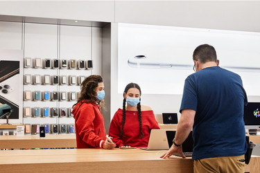 Apple avasi kaikki liikkeensä Yhdysvalloissa yhtäaikaa ensimmäistä kertaa sitten COVID-sulun