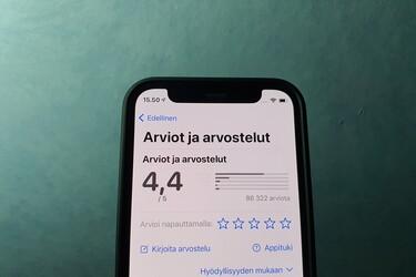 Applen App Storesta löytyi sovellus, joka ei käynnisty ilman hyvää arviointia