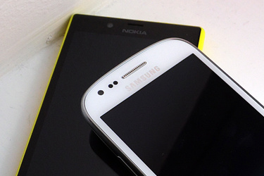 Älypuhelinbattle: Nokia Lumia 720 vs. Samsung Galaxy S III mini