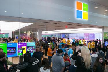 Microsoft sulki Helsingin kivijalkamyymälän