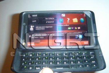 Onko näissä kuvissa QWERTYllinen Nokia N8?