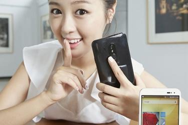 Korealaisvalmistaja esitteli sormenjälkilukijalla varustetun Android-puhelimen