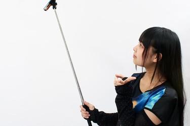 Kyllä ne japanilaiset keksivät: Thanko-tanko avuksi selfien ottoon