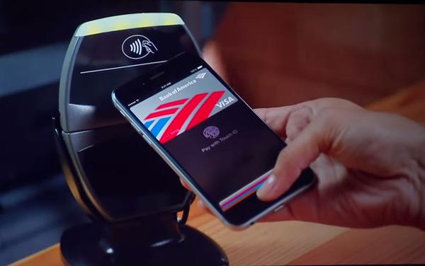 Apple tienaa mobiililompakollaan satasen ostoksista 15 senttiä
