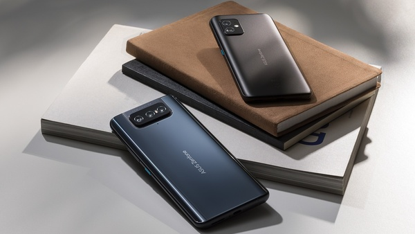 Asus julkaisi pienikokoisen Zenfone 8 -tehopuhelimen ja kääntyvällä kameralla toimivan Zenfone 8 Flipin