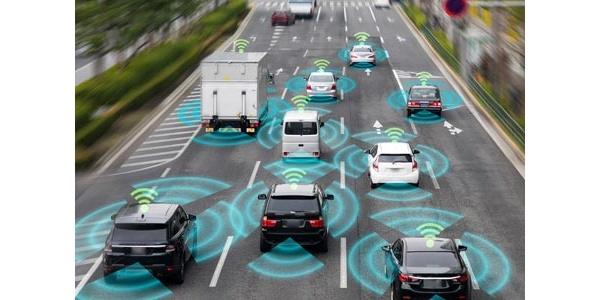 Audi aloittaa uuden autoteknologian testaamisen – Tieto liikkuu tien ja autojen välillä