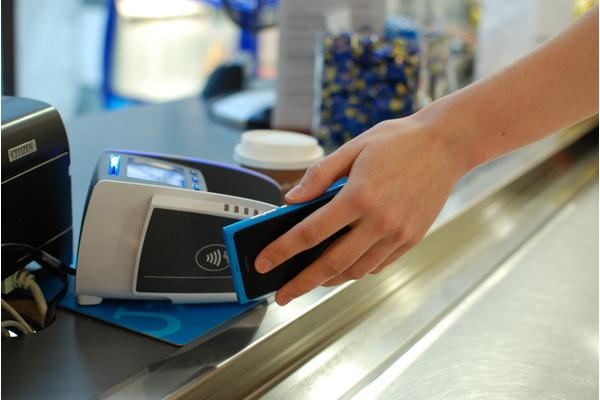 Elisa esitteli lähimaksamisella varustetut SIM-kortit