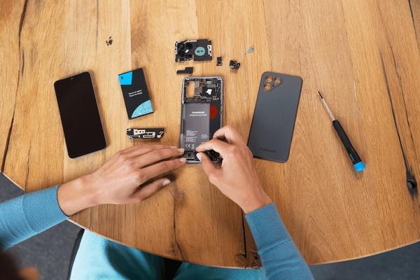 Fairphonen viimeisin versio jatkaa tutulla linjalla: helppo korjattavuus ja pitkä päivitystuki