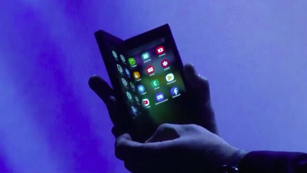Samsung ampuu seuraavaksi luksukseen – Ensi vuonna tulossa uusi taittuva puhelin