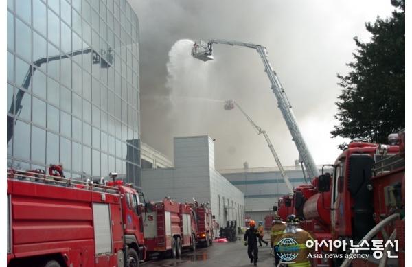Mittava tulipalo tehtaalla: Voi vaikuttaa Samsung Galaxy S5:n saatavuuteen