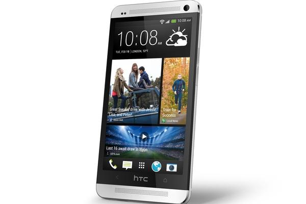 Päivitys tulossa HTC Oneen: BlinkFeedin pakkosyöttö loppuu
