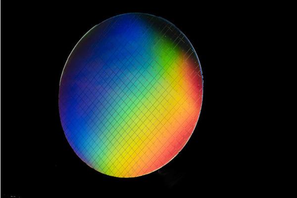 Intel sai kuumat kubitit toimimaan – Läpimurto kvanttitietokoneissa