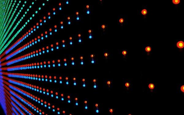 Hylkääkö Apple OLED-näytöt? Kehittää kilpailevaa ratkaisua