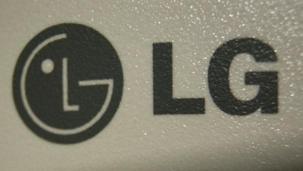 Lisää salakuvia LG:n huhutusta superpuhelimesta