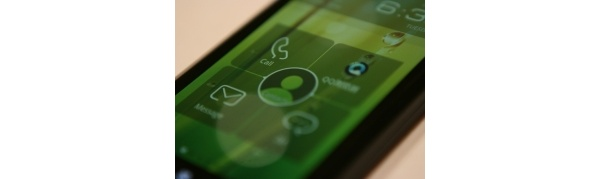 Videolla: Lenovo Racer-A -älypuhelin Intelin suorittimella