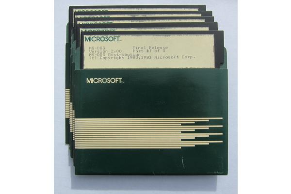 Kirosanat ja vitsit lentelevät Microsoftin julkaisemissa lähdekoodeissa