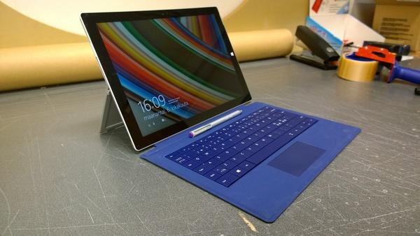 Arvostelussa Microsoftin Surface Pro 3, Type Cover ja lataustelakka