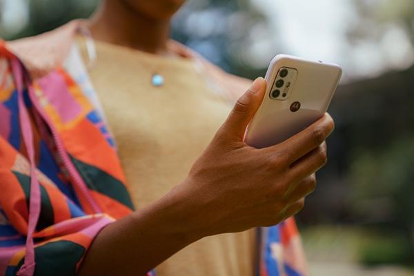 Motorola julkaisi 199 euron Moto G30 -puhelimen: 64 MP pääkamera, 90Hz virkistystaajuus näytössä