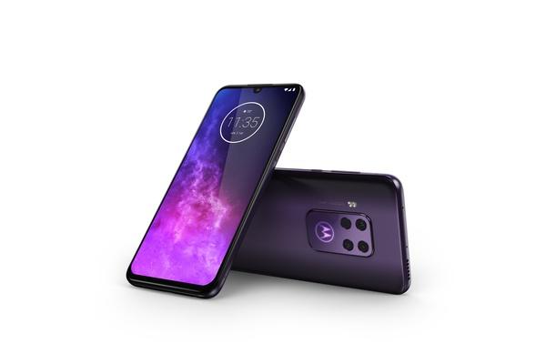 Motorola One Zoom tarjoaa neljä takakameraa 429 euron hinnalla