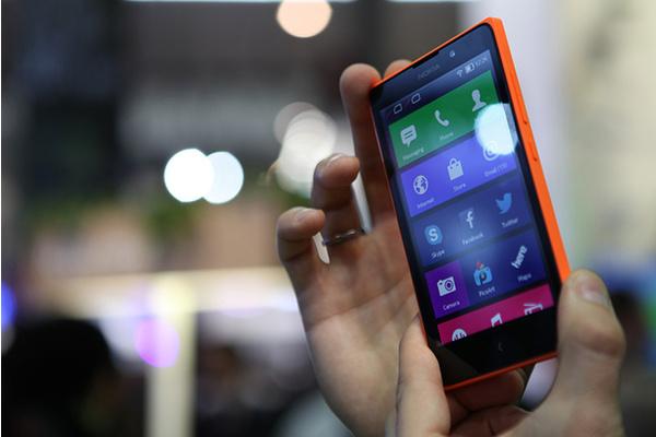 Microsoft toi myyntiin Android-puhelin XL:n