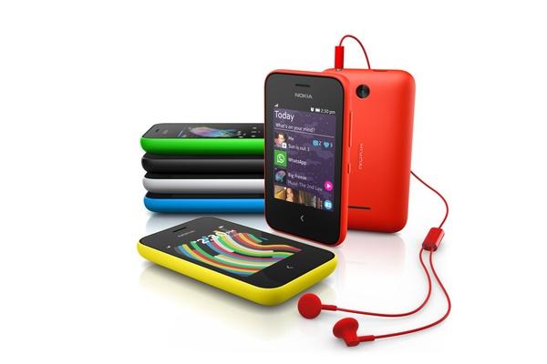Nokia julkisti kaksi edullista puhelinta: 220 ja Asha 230