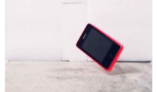 Näin Nokian puhelinten kestävyyttä testataan (video)