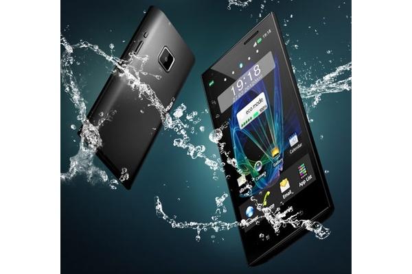 Oudot japanilaiset: Tämän takia Japanissa myydään vain vedenkestäviä puhelimia